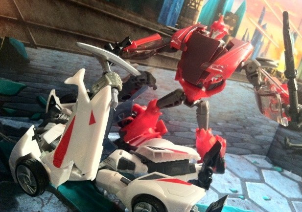 Transformers Prime Knock Out defeats Wheeljack Toys Action Figures 2012 Deluxe