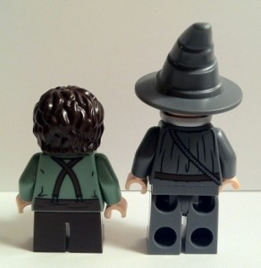 LEGO Gandalf and Frodo Minifigures Backs from LEGO Lord of the Rings 9469 Gandalf Arrives