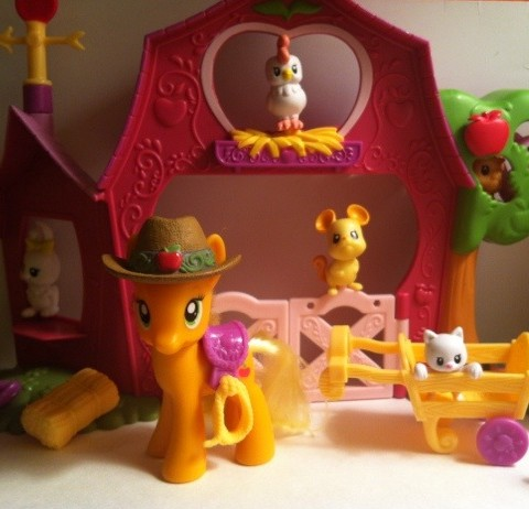 My Little Pony Applejack Pony In Front of Sweet Apple Acres Barn Toy Playset Hasbro