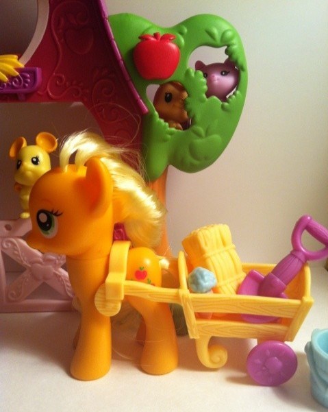 My Little Pony Applejack Works In Front of Sweet Apple Acres Barn Toy Playset Hasbro