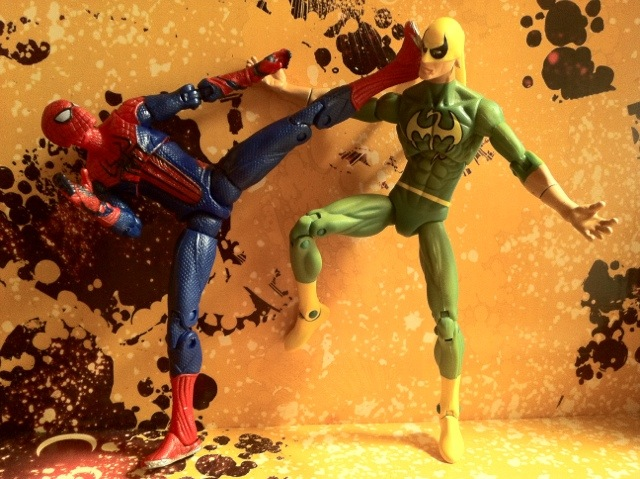 Iron Fist vs. Amazing Spider-Man Ultra Poseable Action Figure Hasbro 2012