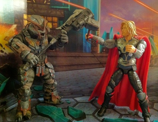 Avengers Thor with Mjolnir Hammer vs. Halo Brute Chieftain with Gravity Hammer