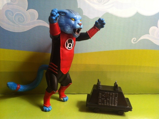 Red Lantern Cat Dex-Starr chases Star Wars Mouse Droid MSE-6